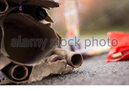 Abfall von abgefeuertem Feuerwerk - Stock Photo