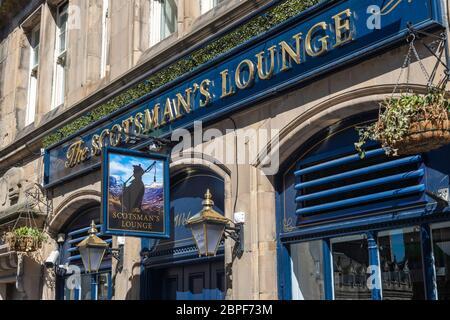 The Scotsman's Lounge bar on Cockburn Street in Edinburgh Old Town, Scotland, UK - Stock Photo