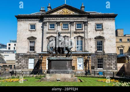 Dundas House, Royal Bank of Scotland head office, with statue of John Hope in garden in front - St Andrew Square, Edinburgh New Town, Scotland, UK - Stock Photo