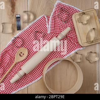 wooden sieve, rolling pin and other kitchen items on the board, top view - Stock Photo