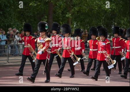 30th May 2015. Guardsmen march along The Mall from Horse Guards Parade after taking part in the Major Generals Review 2015, the penultimate rehearsal for Trooping the Colour, London, UK - Stock Photo