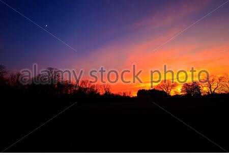 Farbenprächtiger Sonnenuntergang im Schlosspark von Laxenburg - Stock Photo