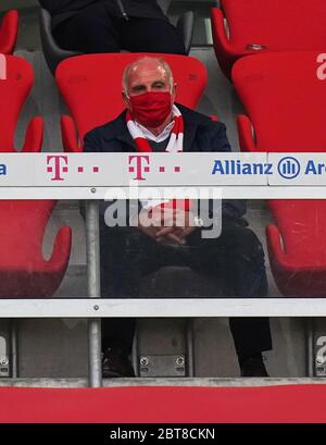 Muenchen, Deutschland, 23. Mai 2020,  Ehrentribuene Uli HOENESS (former FCB President ),   beim Spiel 1.Bundesliga FC BAYERN MUENCHEN - EINTRACHT FRANKFURT 5-2 in der Saison 2019/2020 am 27.Spieltag. © Peter Schatz / Pool / Alamy Live News     - DFL REGULATIONS PROHIBIT ANY USE OF PHOTOGRAPHS as IMAGE SEQUENCES and/or QUASI-VIDEO -   National and international News-Agencies OUT  Editorial Use ONLY - Stock Photo