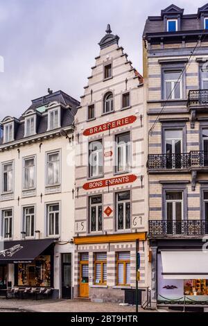 Frontage of the 'Brasserie des Bons Enfants' (built 1561) restaurant on the Rue des Minimes, Brussels, Belgium. - Stock Photo