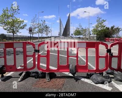Poole, UK. 24th May, 2020. Poole, UK. Sunday 24 May 2020. The Poole Twin Sails bridge is stuck in the open position as it awaits repairs. It is currently closed to traffic and pedestrians. Credit: Thomas Faull/Alamy Live News
