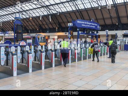 Glasgow Queen street railway station Ticket gates / barriers - Stock Photo