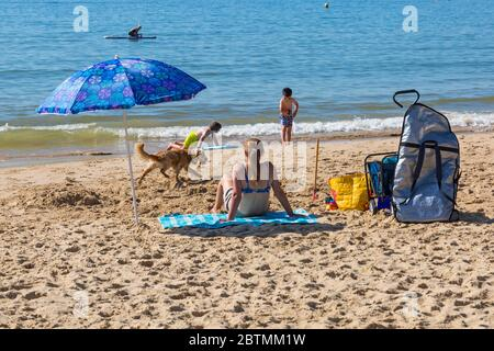 Poole, Dorset UK. 27th May 2020. UK weather: another hot sunny day at Poole beaches with clear blue skies and unbroken sunshine, as the glorious weather continues and temperatures rise. Sunseekers head to the seaside to enjoy the sunshine. Credit: Carolyn Jenkins/Alamy Live News - Stock Photo