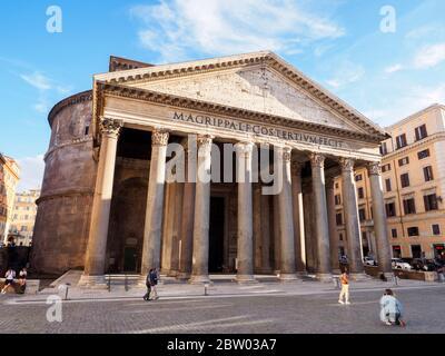 Pantheon in piazza della Rotonda - Rome, Italy