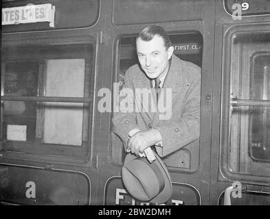 Assistant Chief of America's 'G-Men' leaves London for home after European tour. Mr Edmund P Coffey, Assistant Chief of the Federal Bureau of Investigation, United States Department of Justice, left Waterloo Station on the 'Manhattan' boat train after a three month survey of European police methods. Mr Coffey acted as the amissary of Mr J Edgar Hoover, head of America's 'G-Men' to lay the foundation for closer cooperation among the world's police forces. Photo shows, Mr Edmund P Coffey on departure from Waterloo. 18 January 1938 - Stock Photo