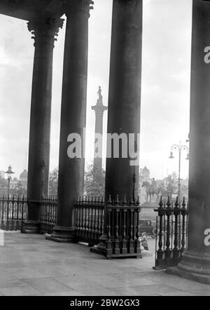 A Naval view of Nelson Column as seen from The Portico of St Martin-In-The-Fields. 4 September 1922 - Stock Photo