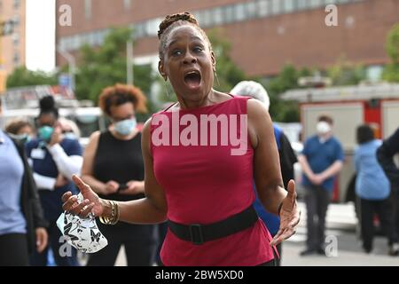 New York City, USA. 29th May, 2020. First Lady Chirlane McCray speaks to hospital workers at NYC Health   Hospitals/Harlem Hospital, in New York, NY, May 29, 2020. (Anthony Behar/Sipa USA) Credit: Sipa USA/Alamy Live News - Stock Photo