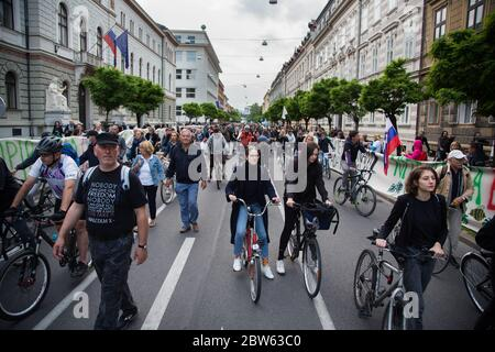 Ljubljana, Slovenia. 29th May, 2020. Anti-government protesters cycle and walk pass the government buildings during the demonstration.Every Friday, thousands of people in Ljubljana protest against the government of Prime Minister Janez Janša amid allegations of his government's corruption and undemocratic rule. Credit: SOPA Images Limited/Alamy Live News - Stock Photo