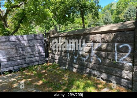 Brooklyn, New York, USA. 30th May, 2020. View of Fort Greene Park sprayed with graffiti after the previous dayÕs George Floyd protest in Brooklyn, New York on May 30, 2020. Credit: Rainmaker Photos/Media Punch/Alamy Live News - Stock Photo