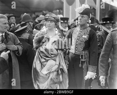 The Royal Wedding at Westminster Abbey . Mr and Mrs Austen Chamberlain leaving the Abbey . 26 April 1923 - Stock Photo
