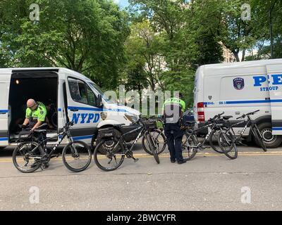 New York, New York, USA. 31st May, 2020. (NEW) Police officers on bikes getting ready for George Floyd protest. May 31, 2020, New York, USA: Police officers on bikes at Central Park are getting ready for tonight's protest in Manhattan in favor of George Floyd, the black American who was murdered by a policeman on Monday (25) in Minneapolis. Protesters were destroying police cars during previous protests and now, NYPD decided to use bikes to monitor tonight's protest in the city.Credit: Niyi Fote /Thenews2 Credit: Niyi Fote/TheNEWS2/ZUMA Wire/Alamy Live News - Stock Photo