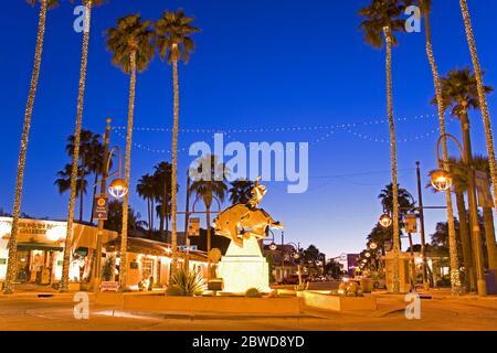 Jack Knife Sculpture by Ed Mell, Main Street, Arts District, Scottsdale, Phoenix, Arizona, USA