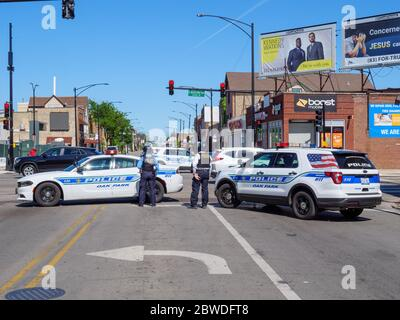 Oak Park, Illinois. 31st August 2020. Oak Park Police officers and vehicles block Chicago Avenue at Austin Boulevard, the border with the City of Chicago. Chicago Police requested closure of the street due to civil unrest resulting from protests of the death of George Floyd, a black man killed by a Minneapolis, Minnesota policeman, who has been charged with murder. This view is to the east from Oak Park into the city. - Stock Photo