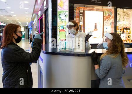 Moscow, Russia. 2nd June, 2020. A customer wearing a face mask and gloves talks to employees wearing face masks and gloves at the information desk in a shopping center in Moscow, Russia, on June 2, 2020. Russia has confirmed 8,863 new COVID-19 cases to raise its total to 423,741, its coronavirus response center said in a statement Tuesday. Credit: Alexander Zemlianichenko Jr/Xinhua/Alamy Live News