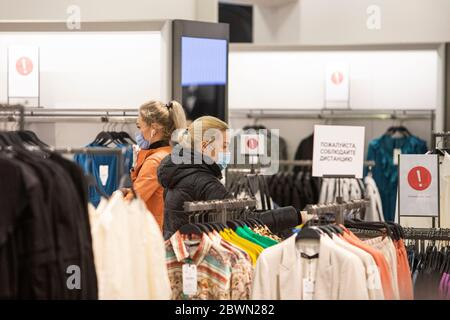 Moscow, Russia. 2nd June, 2020. Customers wearing face masks and gloves choose clothes inside a shopping center in Moscow, Russia, on June 2, 2020. Russia has confirmed 8,863 new COVID-19 cases to raise its total to 423,741, its coronavirus response center said in a statement Tuesday. Credit: Alexander Zemlianichenko Jr/Xinhua/Alamy Live News