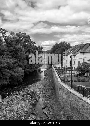 Glasgow, Scotland, UK. 3rd June 2020: A black and white photograph of a view of the White Cart Water from the Snuff Mill Bridge in Glasgow. - Stock Photo