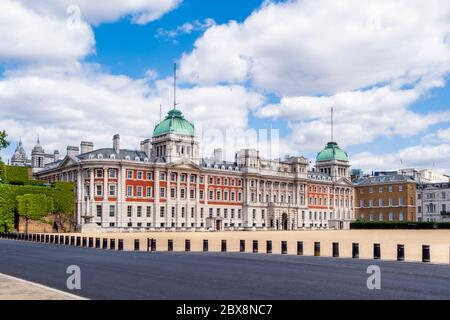 UK, London, Westminster, St James Park, Horse Guards parade. Admiralty House Extension on Whitehall, currently used for UK government functions - Stock Photo