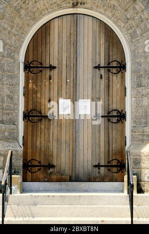 A church door indicating it is closed to its congregants due to Covid-19. A New Jersey government edict prohibited Mass for the masses.