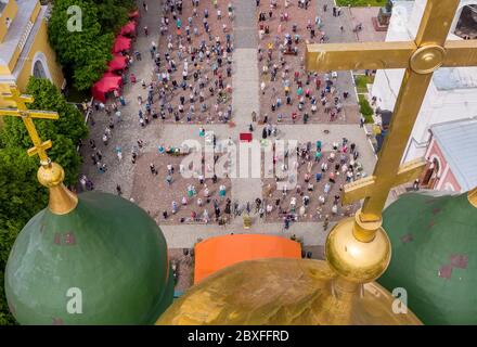 Kolomna, Moscow Region, Russia. 7th June, 2020. An aerial view of believers observing social distancing in front of the Assumption Cathedral during a religious service. On 21 May 2020, the Moscow Region authorities allowed people to take part in outdoor religious services and visit churches outside service hours. Credit: Dmitry Serebryakov/TASS/Alamy Live News - Stock Photo