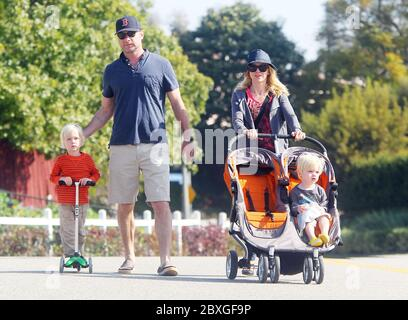 Naomi Watts and Liev Schrieber take boys Alexander and Samuel Schrieber to the Farmers Market, Brentwood, California. 2011 - Stock Photo