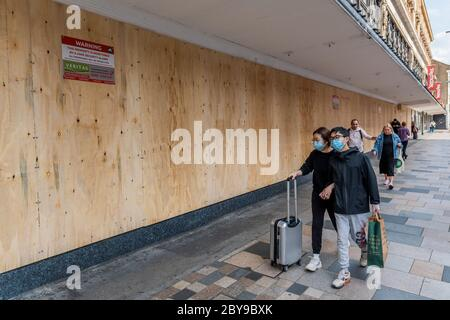 London, UK. 09th June, 2020. The Debenhams store in Clapham Junction is boarded up today and stock appears to have been cleared - even as the Coronavirus Lockdown begins to ease. The store was not on the original list of Debenhams closures, announced by the company. Credit: Guy Bell/Alamy Live News
