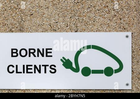 Electric vehicle charging station sign for customers in French language - Stock Photo