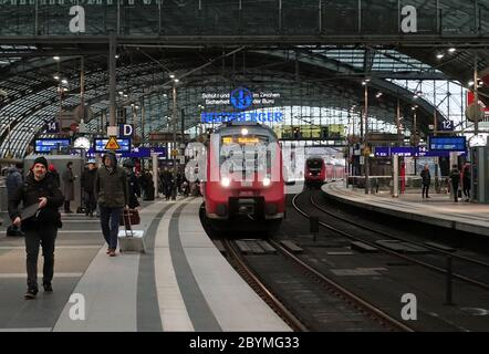 28.02.2020, Berlin, Saxony, Germany - Entrance of a regional train of line 21 in direction Wustermark at the main station. 00S200228D390CAROEX.JPG [MO