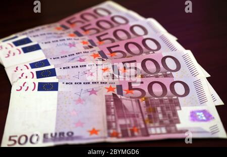 29.02.2020, Berlin, , Germany - 500-euro notes. 00S200229D516CAROEX.JPG [MODEL RELEASE: NO, PROPERTY RELEASE: NO (c) caro images / Sorge, http://www.c - Stock Photo