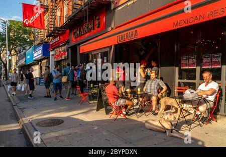 "On the eve of New York enacting the Phase One protocols of getting back to normal customers take advantage of relaxed liquor laws and ""grab and go"" cocktails outside a restaurant in Chelsea in New York on Sunday, June 7, 2020. (© Richard B. Levine) - Stock Photo"