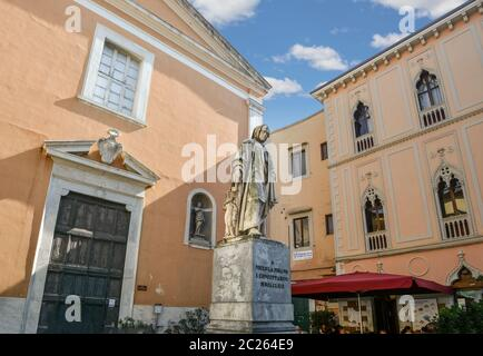 Statue of Italian sculptor Nicola Pisano in a small piazza in the Tuscan city of Pisa, Italy - Stock Photo