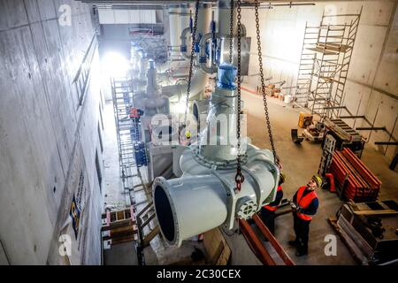 Installation of wastewater pumps in the new pumping station Oberhausen, new construction of the Emscher sewer, Emscher conversion, Oberhausen, Ruhr - Stock Photo
