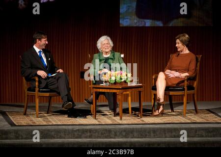 November 16th, 2012 Austin, Texas USA: Former First Ladies Barbara and  Laura Bush, during 'The Enduring Legacies of America's First Ladies' conference at the LBJ Presidential Library  ©MKC / Daemmrich Photos - Stock Photo