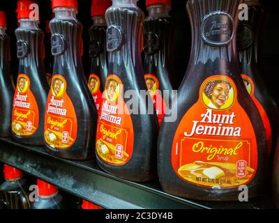Bottles of PepsiCo's Quaker Oats' Aunt Jemina brand maple flavored syrup in a supermarket in New York on Wednesday, June 17, 2020. Quaker Oats announced that it will retire the 131 year old brand citing its name and imagery redolent of slavery-era South.(© Richard B. Levine) - Stock Photo