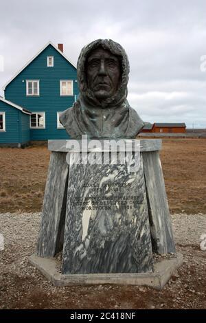 Large bust of Roald Amundsen in Ny-Ålesund on the island Spitsbergen, Svalbard - Stock Photo