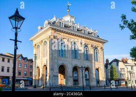 Abingdon county hall museum just after sunrise. Abingdon on Thames, Oxfordshire, England - Stock Photo