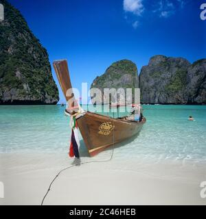 Longtail boat moored in Maya Bay, Ko Phi Phi Lee island, Krabi, Thailand - Stock Photo