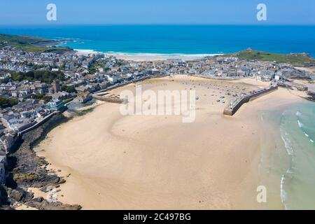 Aerial photograph of St Ives, Cornwall, England, United Kingdom