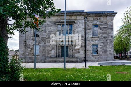 Kilmainham Courthouse in Dublin, built in 1820 and in use until 2008. It is now part of the Kilmainham Gaol Museum. - Stock Photo