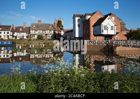 Abbey Mill and Tewkesbury Abbey on the River Avon, Tewkesbury, Gloucestershire, England, United Kingdom, Europe