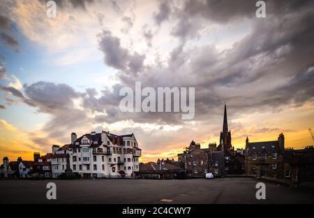 Edinburgh, Covid 19 Lockdown 2020. Sunrise on Edinburgh Castle esplanade. - Stock Photo