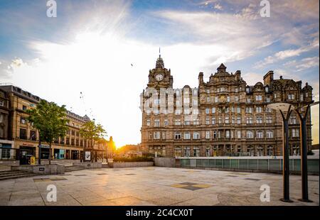 Edinburgh, Covid 19 Lockdown 2020. Sunrise on Edinburgh's Prince's Street - Stock Photo