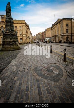 Edinburgh, Covid 19 Lockdown 2020. Heart of Midlothian mosaic on Edinburgh's Royal Mile. - Stock Photo