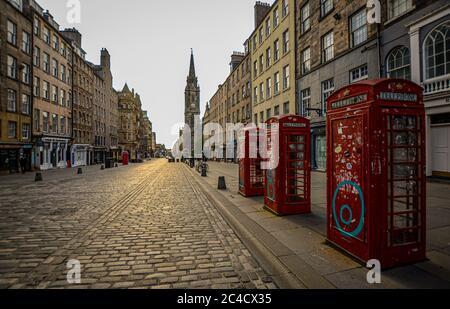 Edinburgh, Covid 19 Lockdown 2020. First Light on Edinburgh's Royal Mile. - Stock Photo