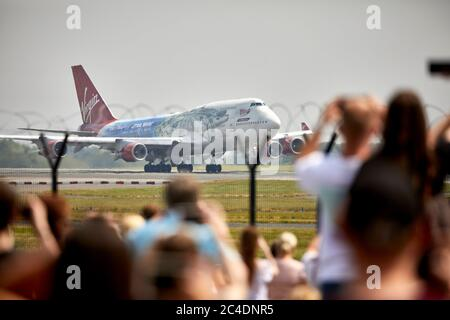 Large crowds at Manchester Airport Aviation Viewing Park to see Virgin Atlantics 747-400 Flacon in Star Wars livery depart for long term storage. - Stock Photo