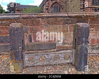 Great Budworth village stocks, punishment restraining device for feet, Northwich,Cheshire, North West England, UK - corporal punishment - Stock Photo