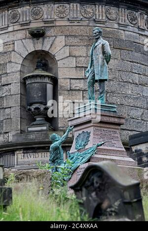 Statue of Abraham Lincoln with freed slave on the memorial to Scottish-American soldiers who fought in the American Civil War. - Stock Photo
